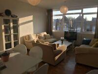 Attractive, spacious 2 bedroom flat in Barnes village