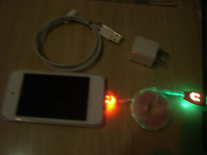 Ipod 4 32GB, 5 cables, chargeur, cover Hello Kitty, haut-parleur