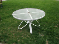 ROUND PATIO GLASS TOP TABLE