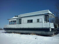 Steel Pontoon Houseboat - Cottage on the Water