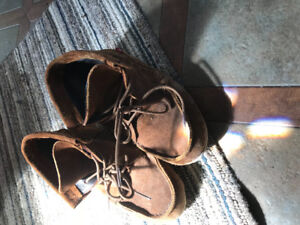 Boots/shoes approx size 6.5