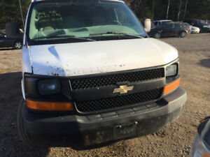 2004 WHITE CHEVY EXPRESS FOR PARTS