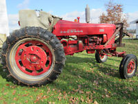 FARMALL 300 TRACTOR\TRACTEUR AVEC\WITH SNOW PlOW\PELLE A NEIGE