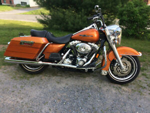2007 Harley Davidson Road King....only 5700 kms, call 977-0582.