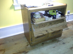 Solid oak tv and dvd stand Kingston Kingston Area image 2