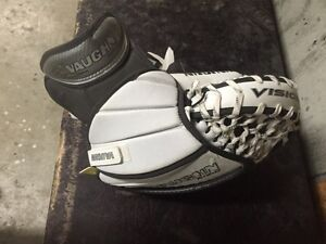 Vaughn Vision Goal Glove - full right Strathcona County Edmonton Area image 2