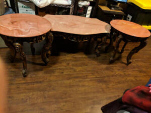 3pieces Coffee table and 2 sides table antique design excellent