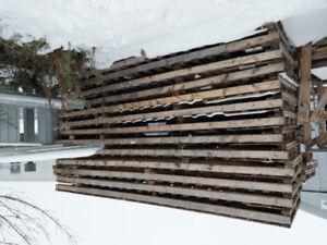 Palettes de bois GRATUIT, excellent pour bois de chauffage!
