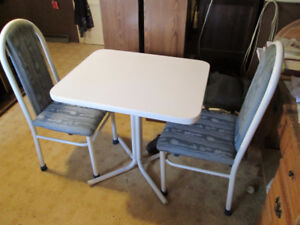 Small white table & 2 Chairs