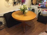 Expandable/folding round dining table