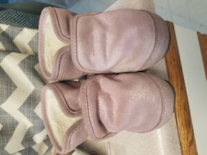 Robeez pink glitter booties size 12-18mth