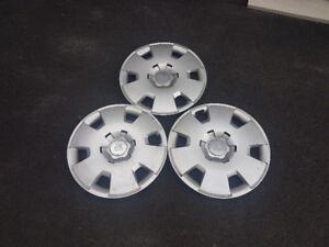 3 Enjoliveurs (caps de roues) Saturn 17 pouces