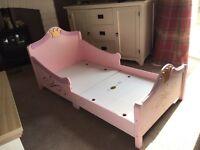 Gorgeous toddler princess bed !