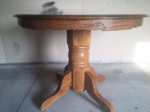 Round pedestal table and 4 antique chairs