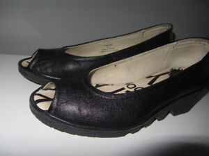 Chaussures FLY LONDON taille 6 US -36 Eur