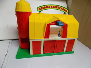 Vintage Sesame Street Farm with characters and accessories Kitchener / Waterloo Kitchener Area image 2