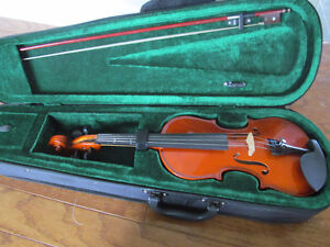 Half size violin with Nice case