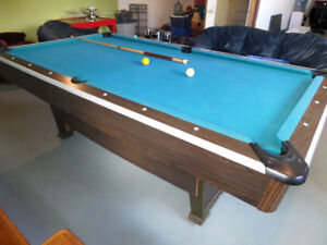 Mini snooker pool table with 8 balls