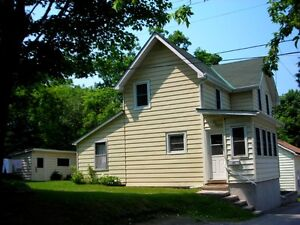 Renovated Victorian 4 bedrooms 2 full baths Near Everything