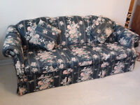 """20% OFF - BEAUTIFUL WELL-MADE FLORAL SOFA - 81"""" X 36"""""""