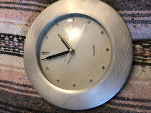 2 fancy clocks asking $5 each see pictures