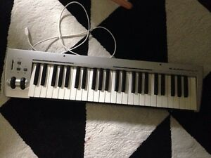 M-Audio Key Rig 49 USB keyboard - comes with box and driver disc