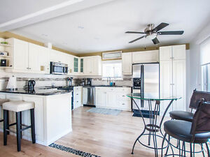Beautiful, Bright & Clean Family Cottage Steps from Lake Huron