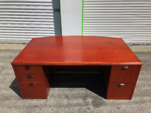 EXECUTIVE - OFFICE DESK & CREDENZA