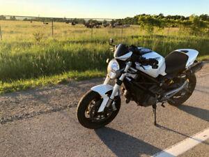 2010 Ducati Monster 696 ABS