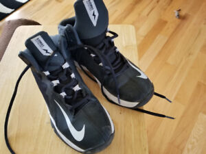 womens Nike runners black and white