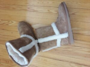 UGS - Tall Boots - Brand New