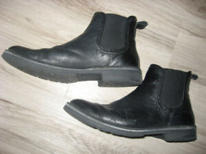 Men's Black Leather Chelsea Ankle Boots  Size 9.5