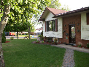 ****Room for Rent.(Short Term) perfect location. In Kawartha Hts