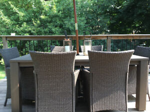 Beautiful Patio Dining Set with 6 chairs/umbrella