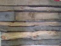 Déclin mural intérieur en  pin live edge et bois rustique