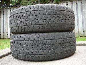 2 pneus Arctic Claw 225/65 R17 pour l'hiver