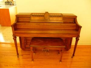 Piano Lowrey