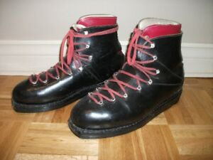 ANTIQUE LEATHER SKI BOOTS