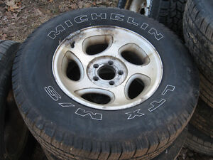 255/70/R16 Michelin tires on Ford Escape aluminum rims