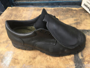BRAND NEW SZ.11 ROYER WORK SHOES W/FOOT GUARDCSA APPROVED