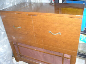 Old vinyl record player (turntable) and vacum tube radio