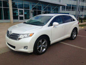 2009 Toyota Venza - V6 AWD with Leather (Excellent Condition)