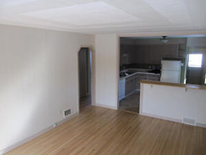 3 Bedroom Pet Friendly Home in Rosemont - Dec 15/Jan 1 Regina Regina Area image 6
