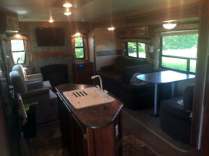Barely used 2013 Jayco Whitehawk 30DSRE for sale