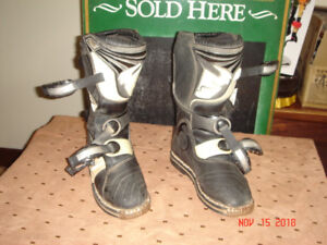 THOR DIRT BIKE BOOTS - SIZE 6 YOUTH