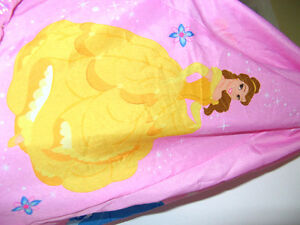 Fauteuil de princesse, ciel de lit, rideaux, pantoufle princesse Saint-Hyacinthe Québec image 6