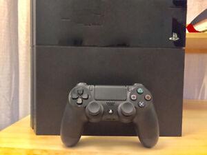 LNIB PS4 500 GB (ACCESSORIES INCLUDED)