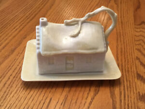 BELLEEK CHINA PARIAN WARE COTTAGE HOUSE COVERED BUTTER DISH