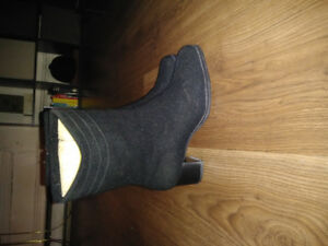 Size 7 Insulated, Waterproof Dress Boots