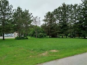 Large vacant building lot in Sussex,NB on a quiet central street